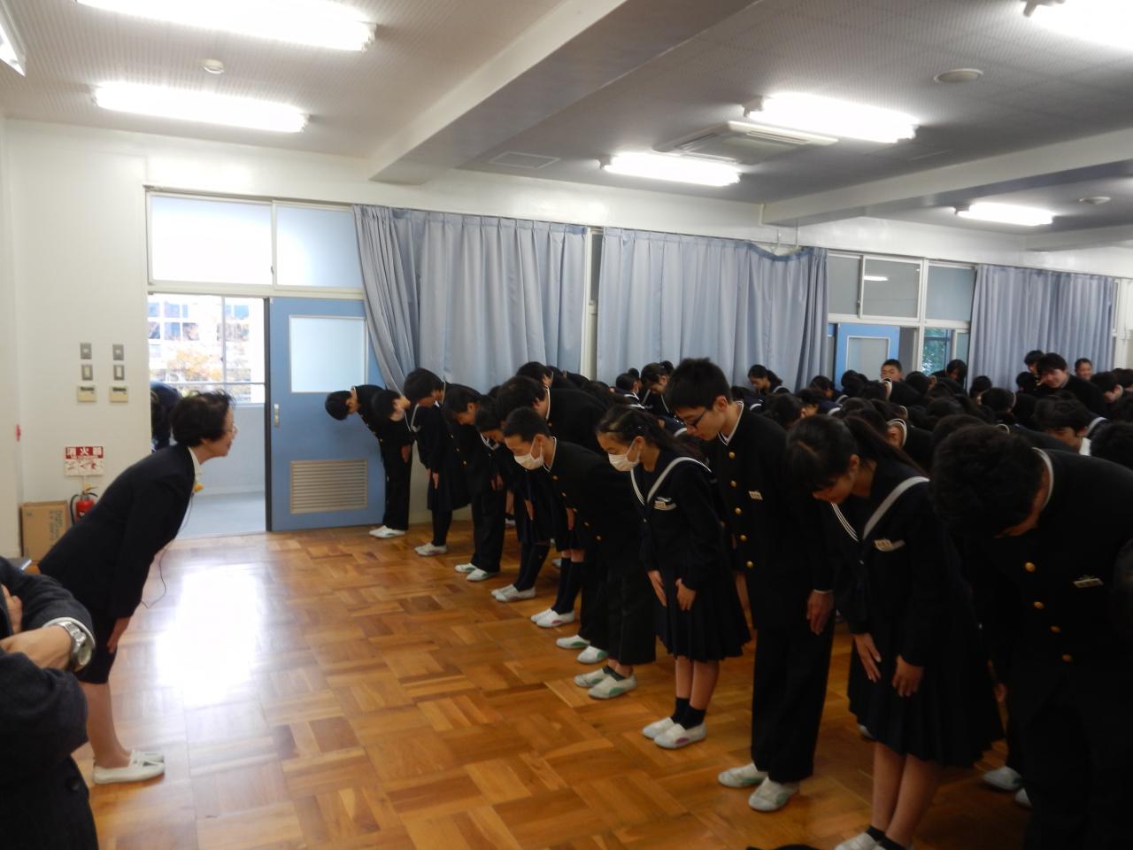 11月6日箕面市立第一中学校で川端和子講師が職場体験マナー研修を実施!